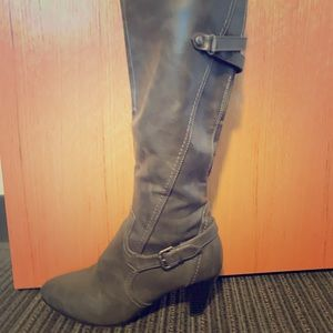 LifeStride Grey leather boots with a small heel